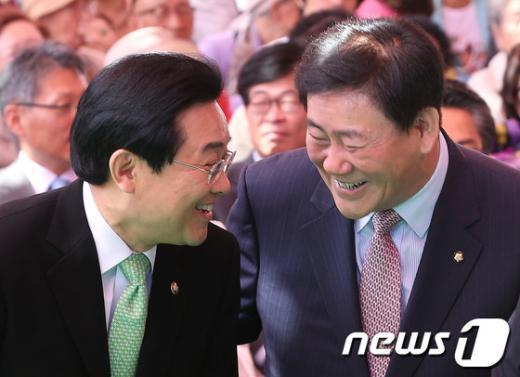 [사진]밝게 웃는 최경환-전병헌