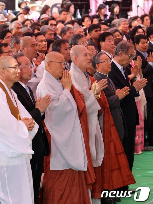 [사진]봉축 법요식 참석한 종교지도자들