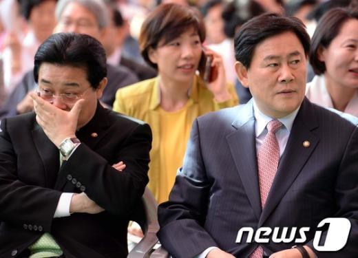 [사진]봉축 법요식에 참석한 최경환-전병헌