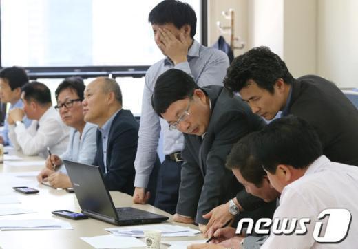 [사진]논의하는 개성공단 정상화 촉구 비대위
