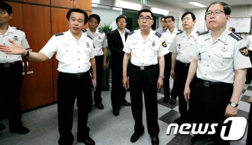 [사진]교통관리 대책 보고받는 이성한 경찰청장