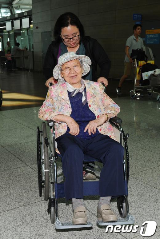 [사진]위안부 할머니, 일본 순회 증언집회 위해 출국