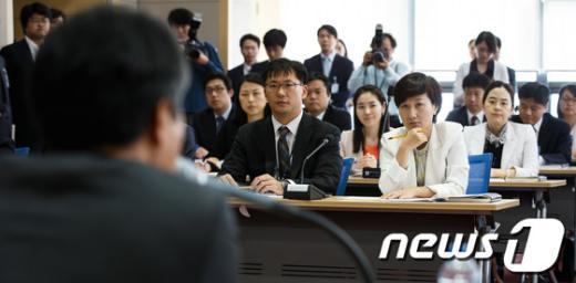 [사진]검찰개혁심의위와 간담회 갖는 평검사들