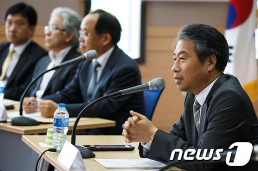 [사진]모두발언하는 정종섭 위원장