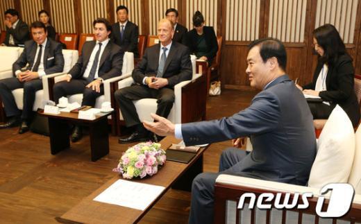[사진]강창희 의장, EADS 톰 엔더스 회장 접견