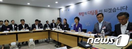 [사진]국민행복기금 지원현장 찾은 박근혜 대통령