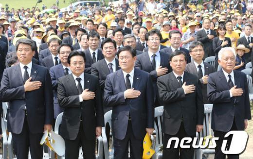 [사진]노무현 4주기 추도식 국민의례