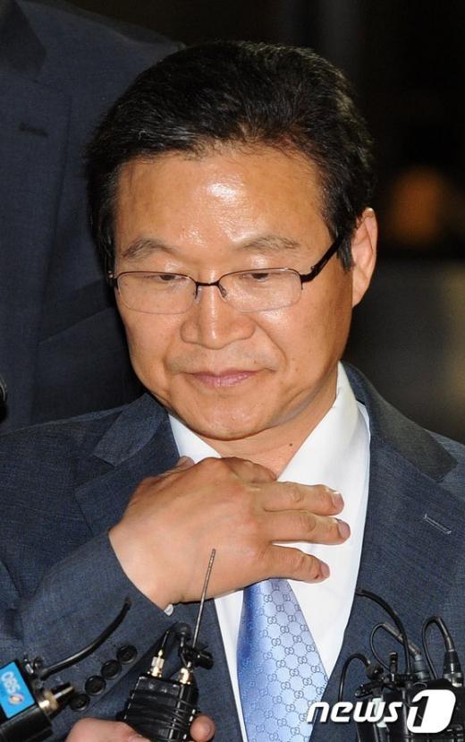 [사진]재소환 조사 마친 김용판 前 서울경찰청장