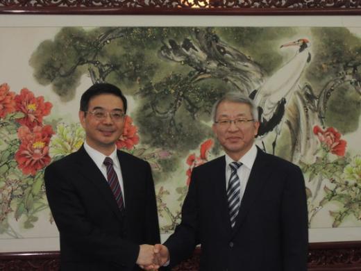중국을 방문한 양승태 대법원장(오른쪽)은 21일 저우창 중국 최고인민법원장과 회담을 가졌다.(대법원 제공)  News1