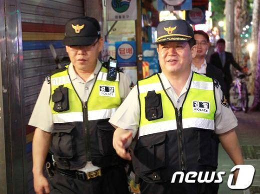 [사진]주택가 순찰하는 김정석 서울경찰청장