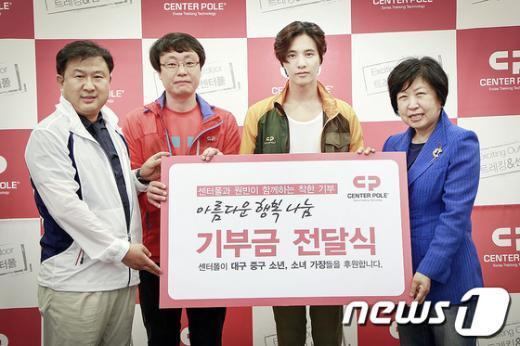 """[사진]""""행복나눔"""" 기부금 전달식 참석한 원빈"""