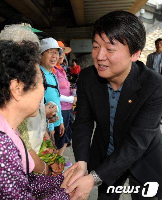 [사진]지역 주민들 만난 안철수 의원