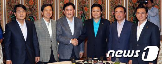 [사진]여야 원내대표단,6월국회 현안 논의