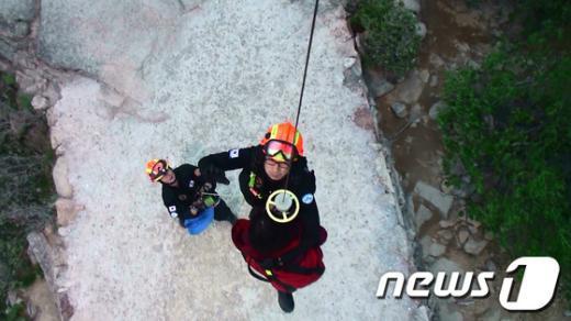 [사진]중앙119구조단, 설악산 등산객 헬기 구조