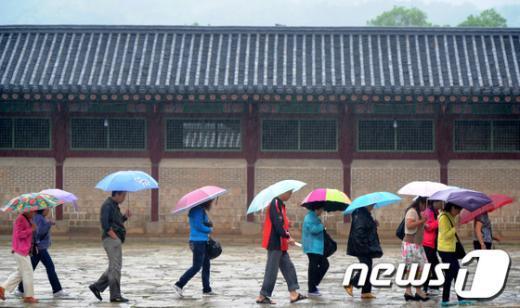 [사진]우중(雨中) 관람