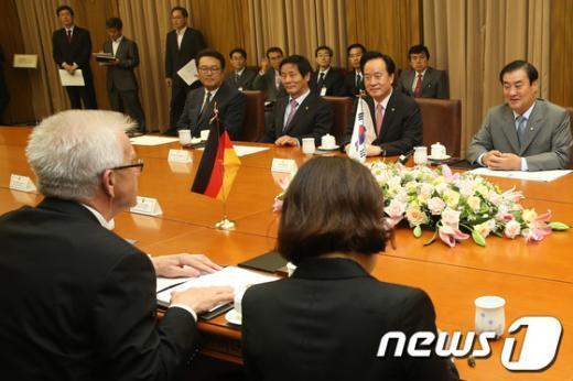 [사진]강창희 국회의장, 크레취만 독일 상원의장 면담