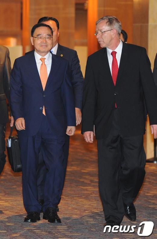 [사진]정홍원 총리, 한ㆍEU 수교50주년 기념리셉션 참석