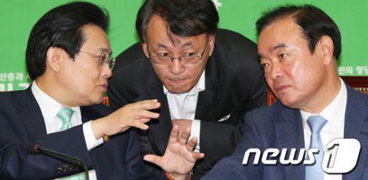[사진]심각한 민주당 지도부