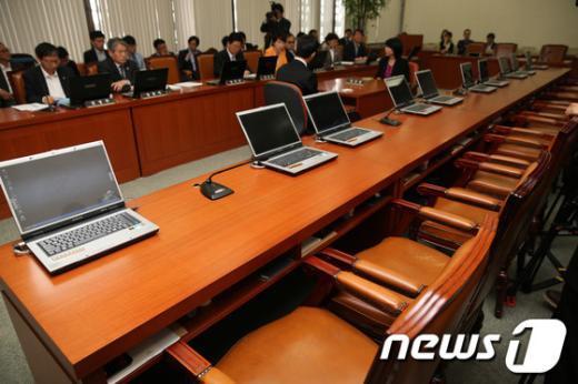 [사진]복지위, 진주의료원 사태 논의... 여당 의원들의 빈자리