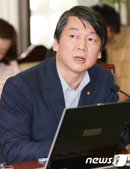 [사진]안철수 의원, 보건복지위원회서 첫 발언