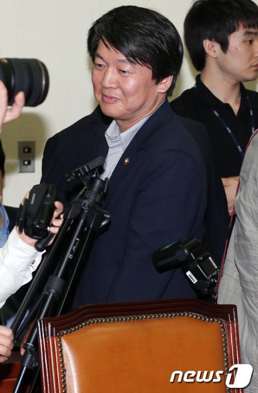 """[사진]안철수, """"제 상임위는 보건복지위"""""""