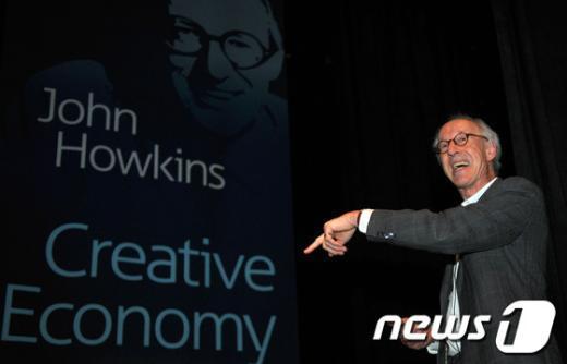 [사진]존 호킨스가 말하는 창조경제와 정부의 역할은(?)