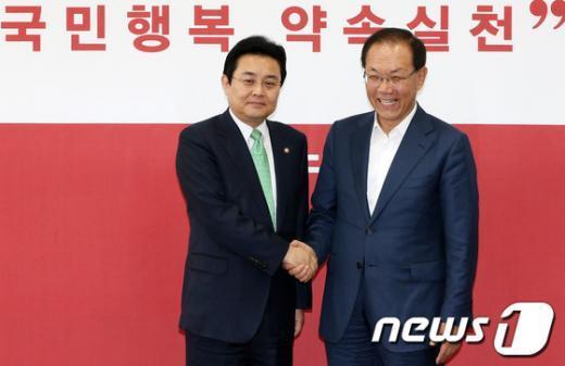 [사진]손 잡은 황우여-전병헌