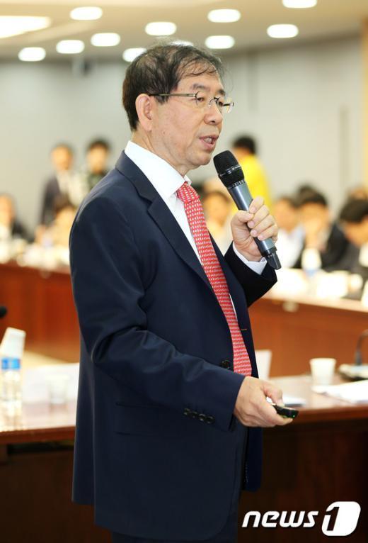 [사진]국회서 프레젠테이션 하는 박원순 서울시장