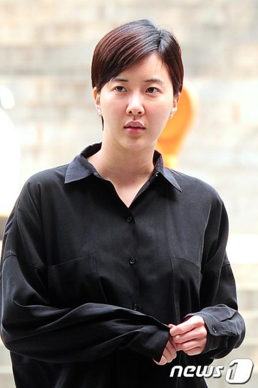 [사진]6차공판 출석하는 배우 장미인애