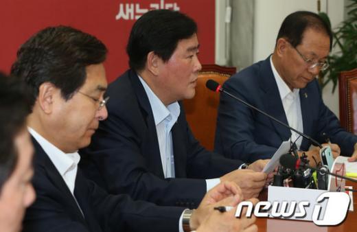 """[사진]최경환 """"김한길, 朴 100일 평가 지나치게 인색해"""""""