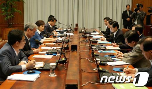 [사진]朴대통령, 수석비서관회의 주재