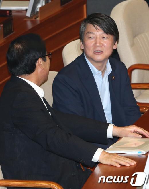 [사진]임시국회 참석한 안철수 의원