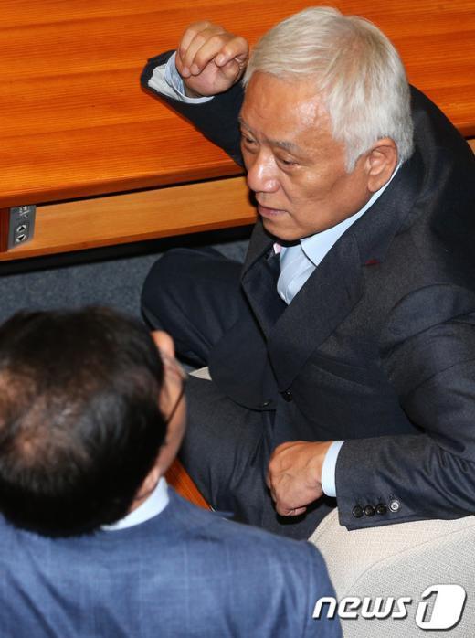 [사진]심각한 김한길 대표