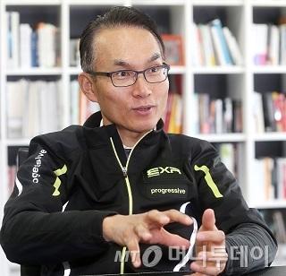 민복기 EXR코리아 대표이사가 사업 히스토리와 현황에 대해 설명하고 있다. /사진=홍봉진 기자