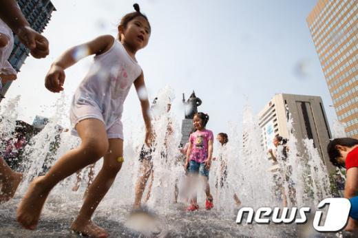 전국적으로 맑은 날씨가 이어진다.  News1 유승관 기자