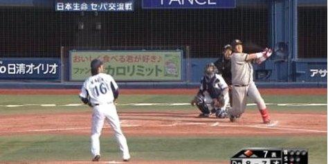 이대호가 시즌 9호 홈런을 투런 역전포로 장식하고 있다. /사진=유튜브 영상 캡쳐