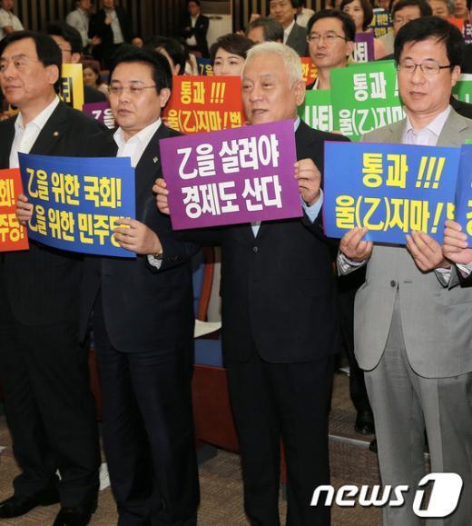 """[사진]민주당 """"을 지키기"""" 비상 의총"""