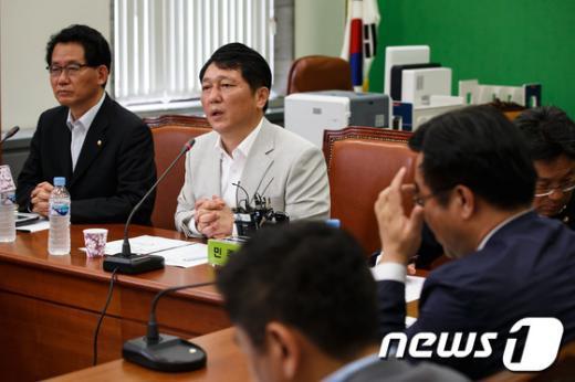 [사진]민주, 전두환 전 대통령 등 불법재산환수 특위