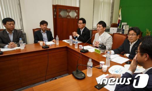 [사진]민주당, 불법재산환수 특위 첫 전체회의