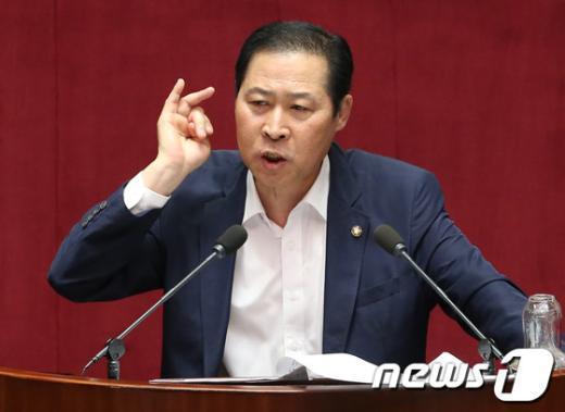 [사진]대정부질문 모두발언하는 이노근 의원