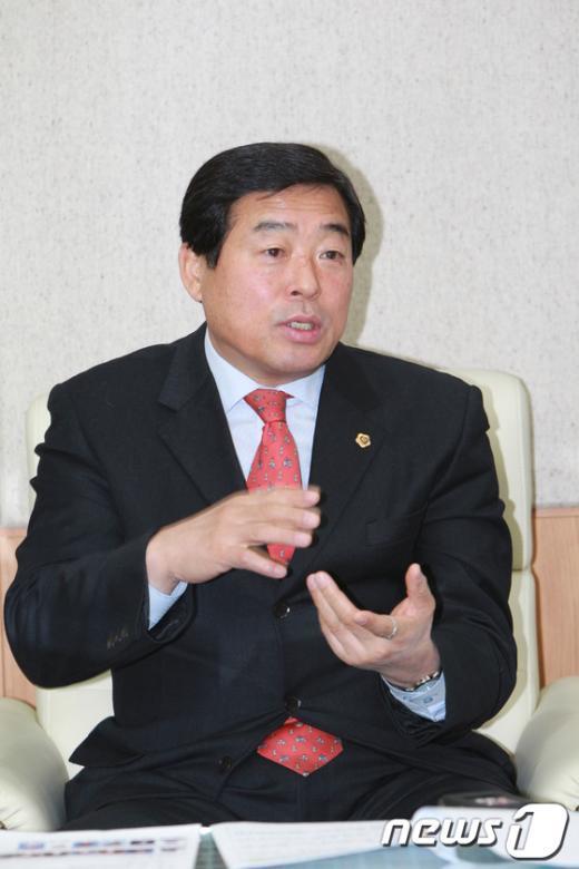 윤화섭 경기도의회 의장.  News1