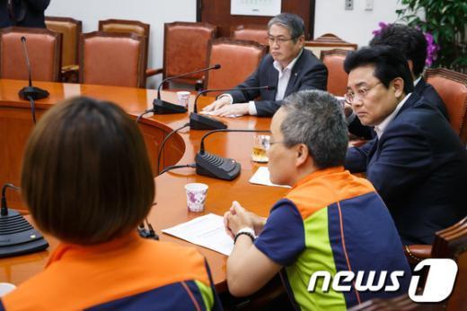 [사진]진주의료원 노조원 만난 전병헌 원내대표