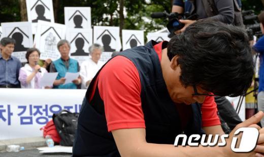 [사진]김정우 지부장 구속, 기도하는 한상균 전 지부장