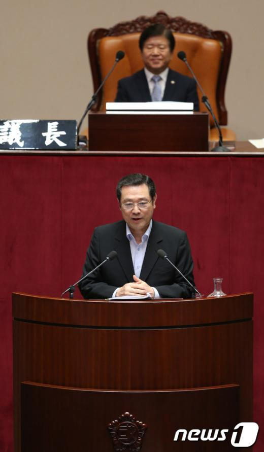 [사진]대정부질문 하는 이용섭 의원