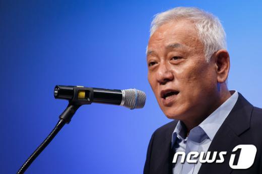 [사진]축사하는 김한길 민주당 대표
