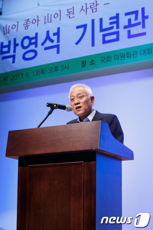 [사진]박영석 기념관 건립 축사하는 김한길