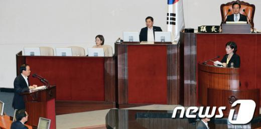 [사진]대정부질문하는 최민희 의원