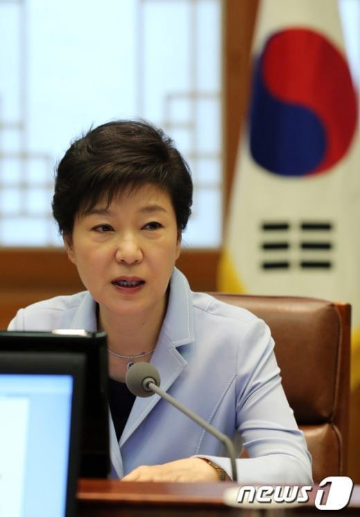 [사진]박근혜 대통령 수석비서관회의 모두발언