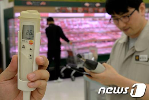 [사진]대형마트, 실내온도 26도 지킨다