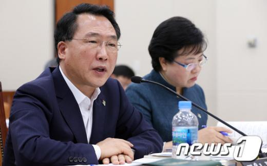 [사진]국회 환노위 전체회의 참석한 방하남 장관
